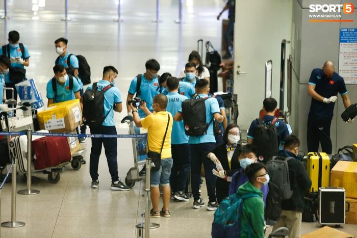ĐT Việt Nam lên đường lúc nửa đêm, sẵn sàng tranh vé dự Futsal World Cup - Ảnh 25.