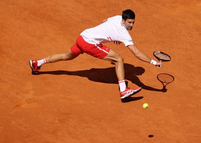 Djokovic thắng liên tiếp hai trận trong ít giờ để đấu Nadal tại chung kết Rome Masters - Ảnh 4.