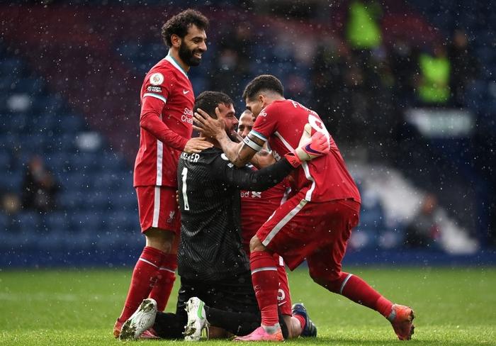 Siêu kịch tính: Thủ môn ghi bàn phút bù giờ cuối, Liverpool thắng nghẹt thở để sống lại hy vọng top 4 - Ảnh 8.