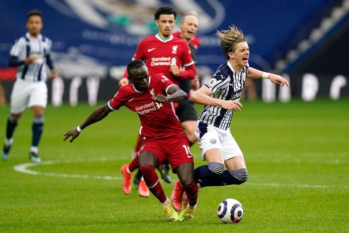 Siêu kịch tính: Thủ môn ghi bàn phút bù giờ cuối, Liverpool thắng nghẹt thở để sống lại hy vọng top 4 - Ảnh 3.