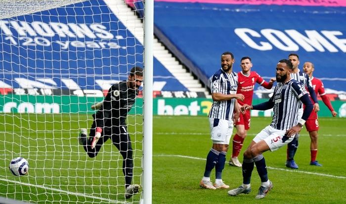 Siêu kịch tính: Thủ môn ghi bàn phút bù giờ cuối, Liverpool thắng nghẹt thở để sống lại hy vọng top 4 - Ảnh 5.