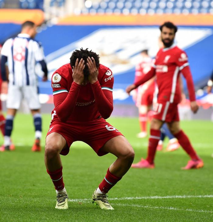 Siêu kịch tính: Thủ môn ghi bàn phút bù giờ cuối, Liverpool thắng nghẹt thở để sống lại hy vọng top 4 - Ảnh 6.
