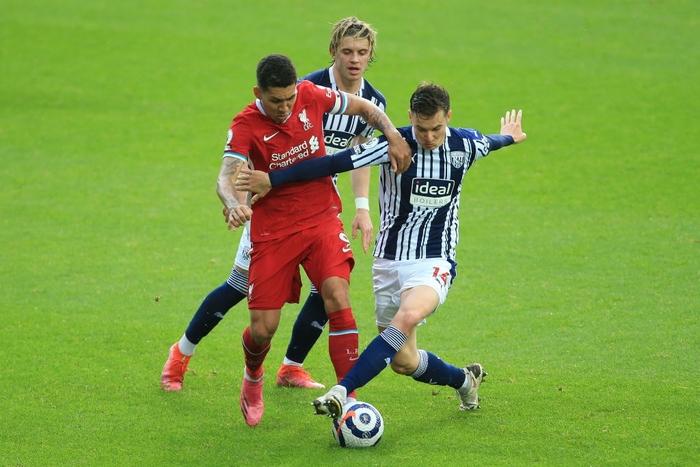 Siêu kịch tính: Thủ môn ghi bàn phút bù giờ cuối, Liverpool thắng nghẹt thở để sống lại hy vọng top 4 - Ảnh 4.