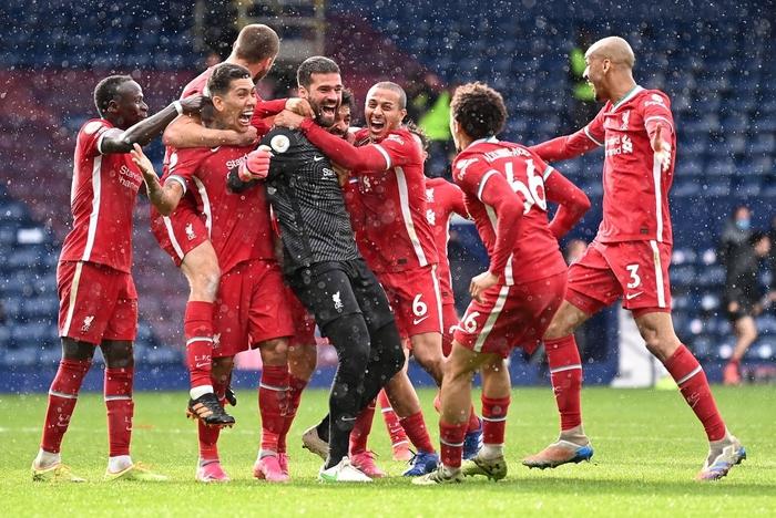 6 thủ môn từng ghi bàn ở Ngoại hạng Anh: Huyền thoại MU là người khai sáng - Ảnh 1.