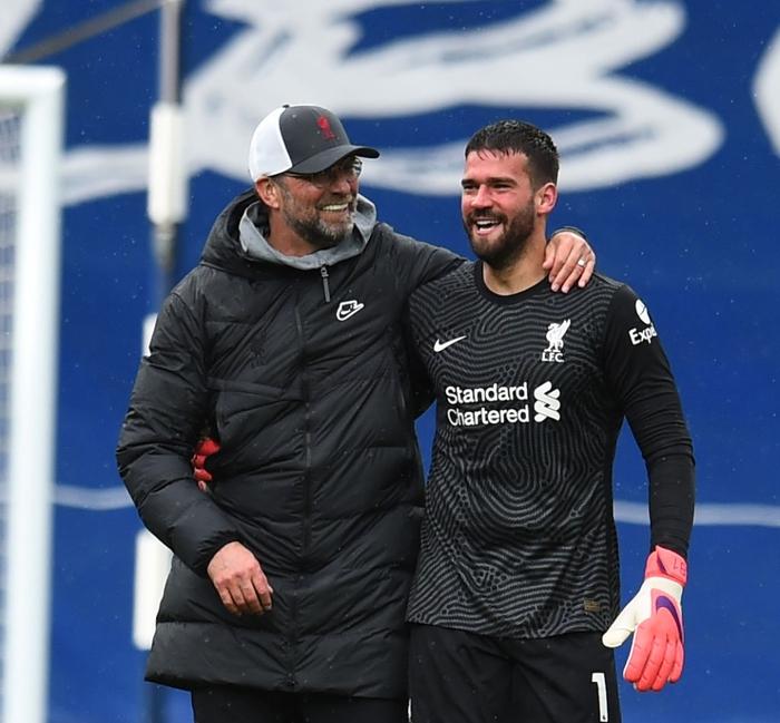 Thủ môn Alisson rơi nước mắt, tiết lộ lý do giúp anh ghi bàn phút bù giờ cuối hồi sinh Liverpool - Ảnh 7.