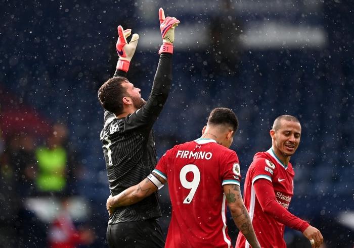 Thủ môn Alisson rơi nước mắt, tiết lộ lý do giúp anh ghi bàn phút bù giờ cuối hồi sinh Liverpool - Ảnh 5.