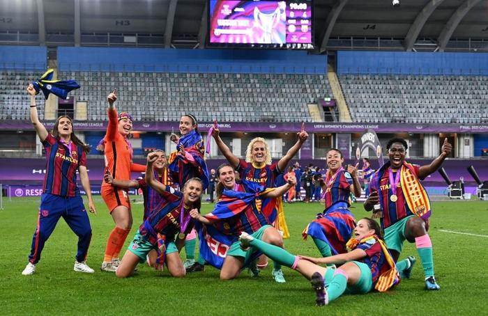 Trong ngày Messi và đồng đội gây thất vọng tràn trề, hội chị em lại giúp Barcelona liên tiếp gặt hái vinh quang - Ảnh 6.