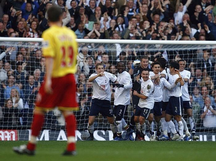 6 thủ môn từng ghi bàn ở Ngoại hạng Anh: Huyền thoại MU là người khai sáng - Ảnh 3.