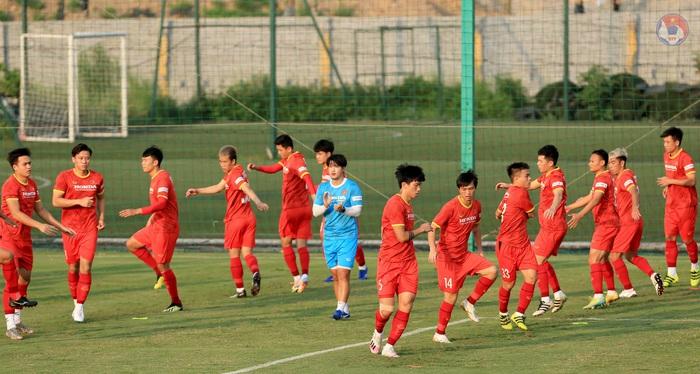 HLV Park phòng tránh chấn thương cho cầu thủ, quyết tập giữa trưa nắng để làm quen thời tiết tại UAE - Ảnh 3.