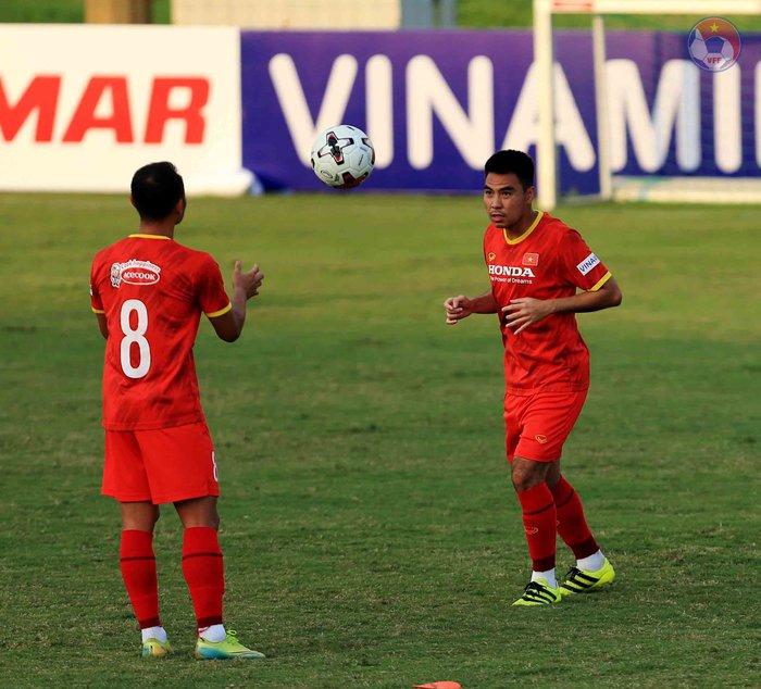 HLV Park phòng tránh chấn thương cho cầu thủ, quyết tập giữa trưa nắng để làm quen thời tiết tại UAE - Ảnh 6.