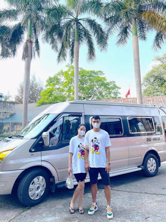 Văn Đức, Xuân Mạnh được vợ tiễn đi Hà Nội hội quân cùng đội tuyển Việt Nam - ảnh 3