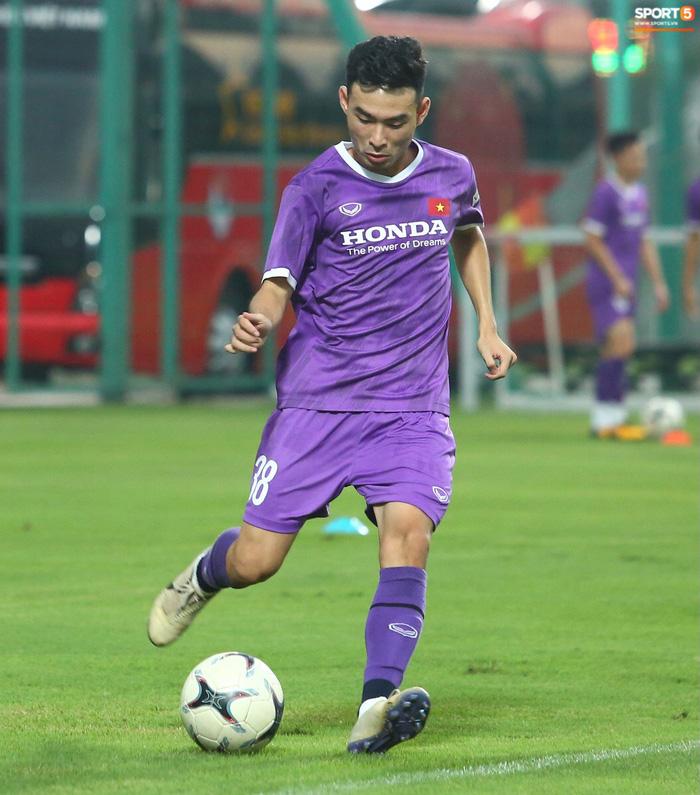 Cầu thủ Lý Trung Hiếu sinh năm 2001, hiện đang khoác áo CLB Sài Gòn