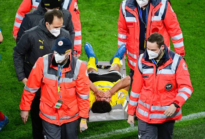 Chấn thương kinh hoàng của sao trẻ Dortmund: Gãy gập đầu gối, có nguy cơ giải nghệ sớm ở tuổi 21 - Ảnh 7.