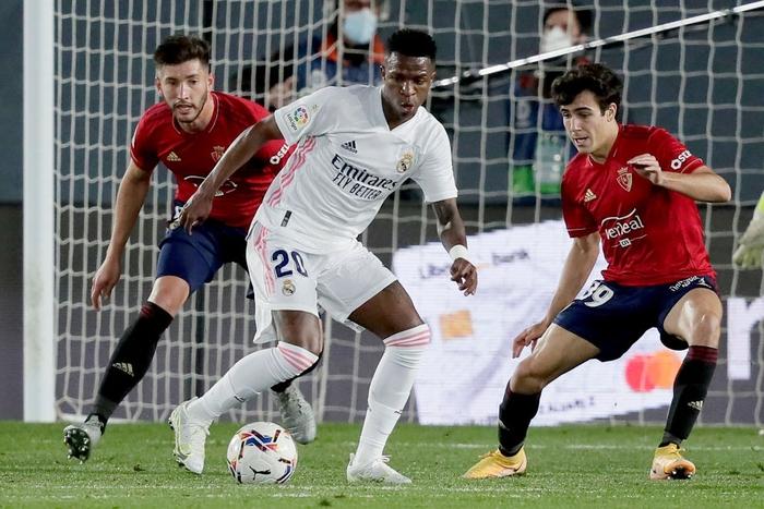 Giành trọn 3 điểm trước Osasuna, Real Madrid vẫn nuôi hi vọng bảo vệ ngôi vương - Ảnh 3.
