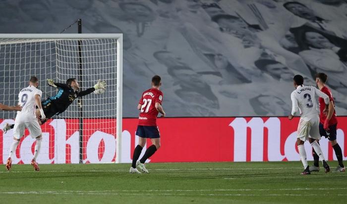Giành trọn 3 điểm trước Osasuna, Real Madrid vẫn nuôi hi vọng bảo vệ ngôi vương - Ảnh 4.