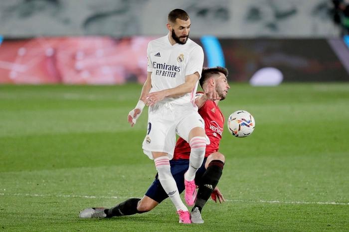 Giành trọn 3 điểm trước Osasuna, Real Madrid vẫn nuôi hi vọng bảo vệ ngôi vương - Ảnh 6.