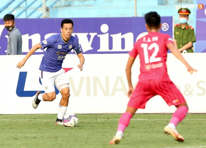 Duy Mạnh thơm má ngoại binh ghi bàn cho Hà Nội FC vào lưới CLB Sài Gòn - Ảnh 8.