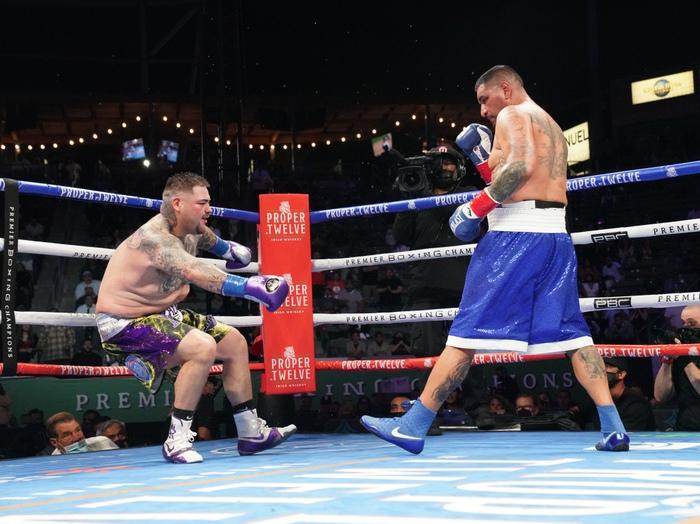 Hậu giảm cân, nhà cựu vô địch boxing thế giới Andy Ruiz Jr chật vật vượt qua lão tướng Chris Arreola - Ảnh 3.