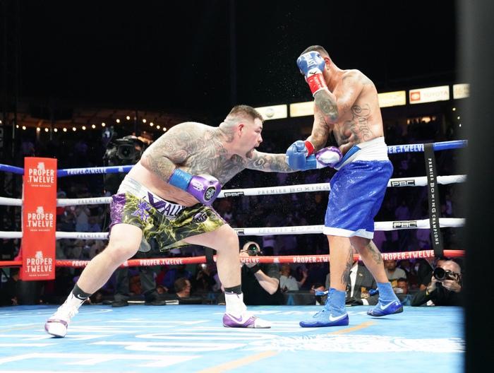 Hậu giảm cân, nhà cựu vô địch boxing thế giới Andy Ruiz Jr chật vật vượt qua lão tướng Chris Arreola - Ảnh 7.