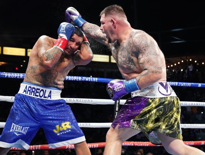 Hậu giảm cân, nhà cựu vô địch boxing thế giới Andy Ruiz Jr chật vật vượt qua lão tướng Chris Arreola - Ảnh 5.