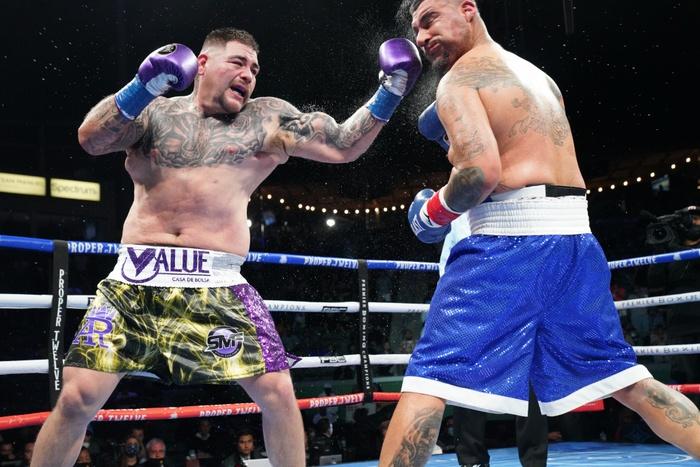 Hậu giảm cân, nhà cựu vô địch boxing thế giới Andy Ruiz Jr chật vật vượt qua lão tướng Chris Arreola - Ảnh 6.