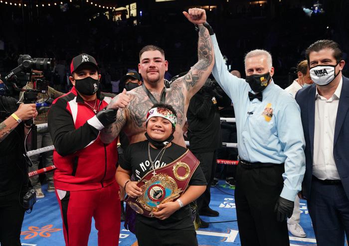Hậu giảm cân, nhà cựu vô địch boxing thế giới Andy Ruiz Jr chật vật vượt qua lão tướng Chris Arreola - Ảnh 10.