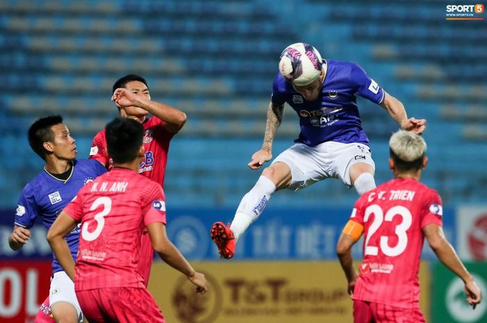 """Duy Mạnh đau đớn rời sân, HLV Hà Nội FC hứa """"chăm sóc đặc biệt"""" vì tuyển Việt Nam - Ảnh 11."""