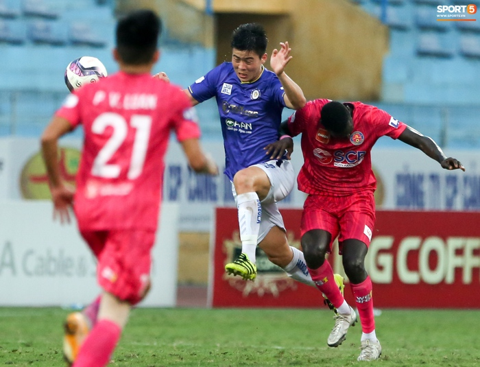 """Duy Mạnh đau đớn rời sân, HLV Hà Nội FC hứa """"chăm sóc đặc biệt"""" vì tuyển Việt Nam - Ảnh 7."""
