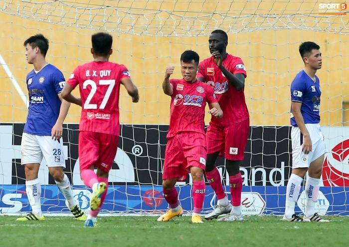 """Duy Mạnh đau đớn rời sân, HLV Hà Nội FC hứa """"chăm sóc đặc biệt"""" vì tuyển Việt Nam - Ảnh 10."""