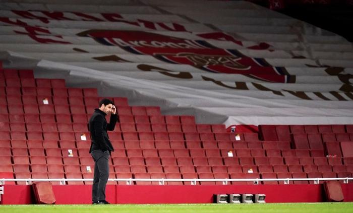 Bỏ lại sau lưng mùa giải thảm họa, HLV Arsenal nóng lòng được nghỉ mát cùng vợ hoa hậu - Ảnh 3.