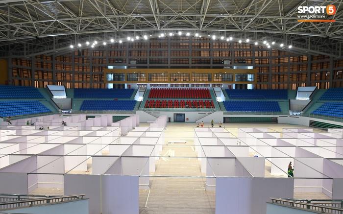 Chạy đua thời gian xây dựng bệnh viện dã chiến trong nhà thi đấu SEA Games của tỉnh Bắc Giang - Ảnh 1.