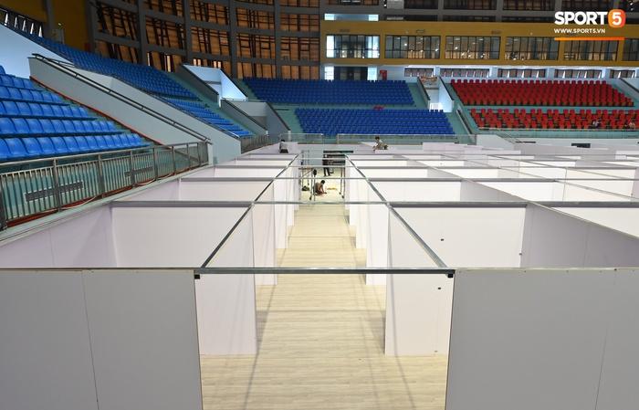 Chạy đua thời gian xây dựng bệnh viện dã chiến trong nhà thi đấu SEA Games của tỉnh Bắc Giang - Ảnh 3.
