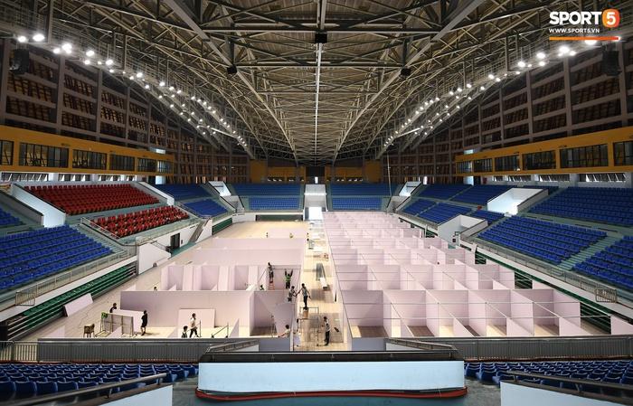 Chạy đua thời gian xây dựng bệnh viện dã chiến trong nhà thi đấu SEA Games của tỉnh Bắc Giang - Ảnh 8.