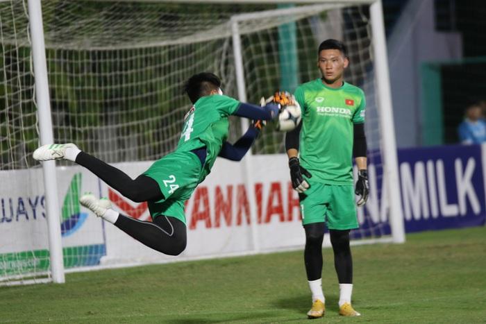 Thủ môn U22 Việt Nam được cựu tuyển thủ Việt Nam chỉ cách để lọt vào mắt xanh của HLV Park Hang-seo - Ảnh 2.