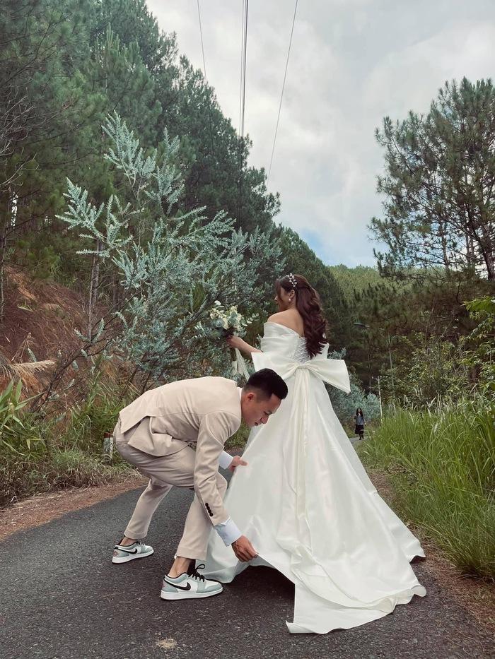 Ngất ngây trước bộ ảnh cưới chụp bằng máy film của tiền vệ Võ Huy Toàn: Bàn thắng ý nghĩa cuộc đời - Ảnh 2.