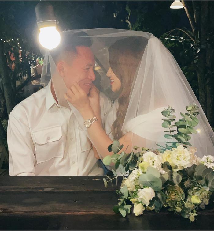 Ngất ngây trước bộ ảnh cưới chụp bằng máy film của tiền vệ Võ Huy Toàn: Bàn thắng ý nghĩa cuộc đời - Ảnh 3.
