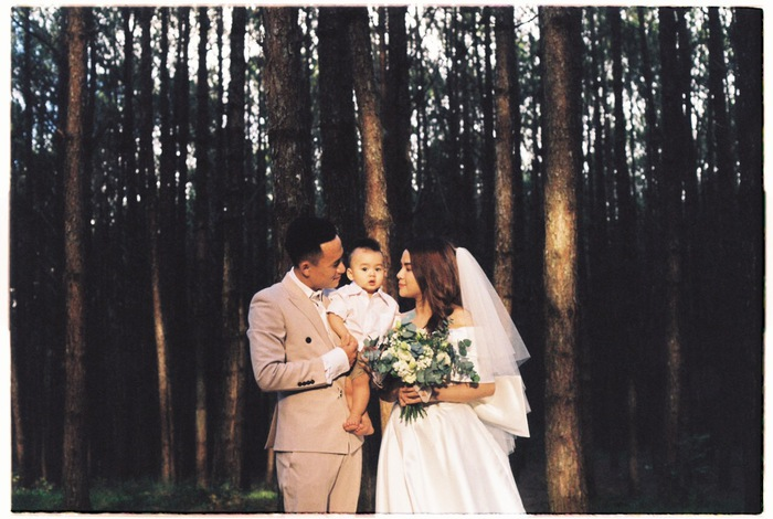 Ngất ngây trước bộ ảnh cưới chụp bằng máy film của tiền vệ Võ Huy Toàn: Bàn thắng ý nghĩa cuộc đời - Ảnh 1.