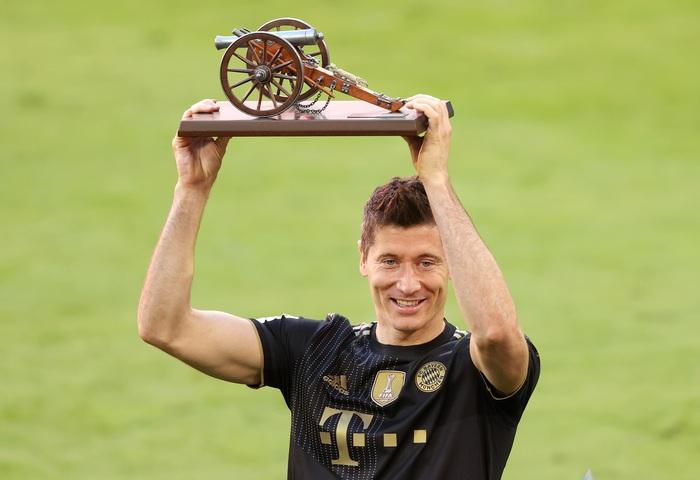 """Bayern thắng đậm trong ngày nâng đĩa bạc và Lewandowski phá kỷ lục của """"Máy dội bom"""" Gerd Mueller - Ảnh 11."""