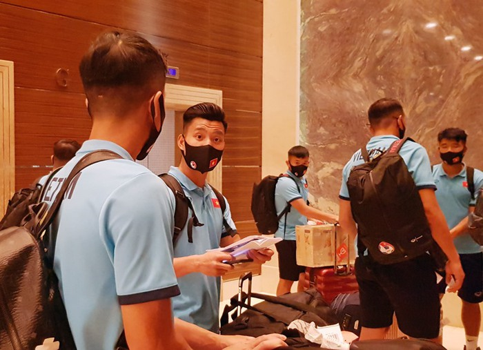 Bữa ăn ngon đầu tiên của tuyển Việt Nam tại khách sạn ở Dubai - Ảnh 1.