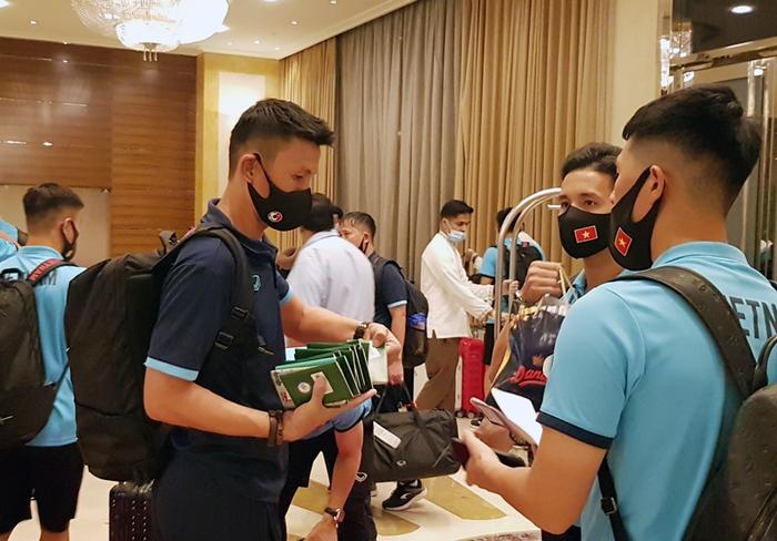 Bữa ăn ngon đầu tiên của tuyển Việt Nam tại khách sạn ở Dubai - Ảnh 2.