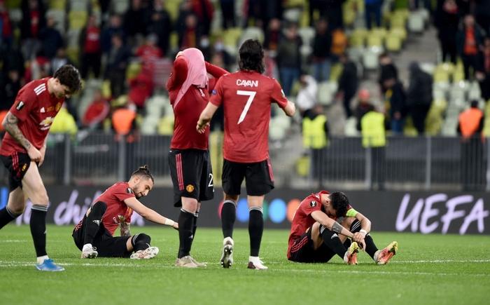 Bruno Fernandes bật khóc khi MU thua loạt luân lưu nghẹt thở ở chung kết Europa League - Ảnh 2.