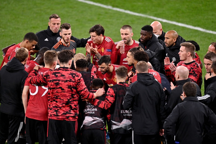 Bruno Fernandes bật khóc khi MU thua loạt luân lưu nghẹt thở ở chung kết Europa League - Ảnh 1.