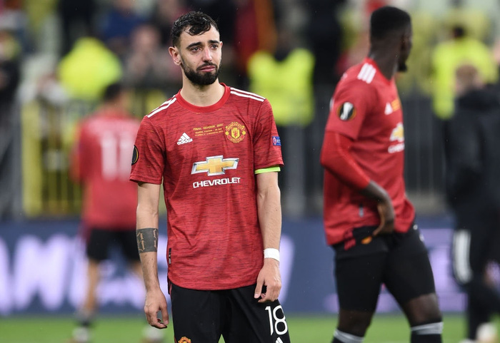 Bruno Fernandes bật khóc khi MU thua loạt luân lưu nghẹt thở ở chung kết Europa League - Ảnh 4.
