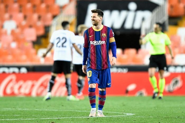 Barcelona thắng ngược kính tính trước Valencia để trở lại đường đua vô địch La Liga - ảnh 1