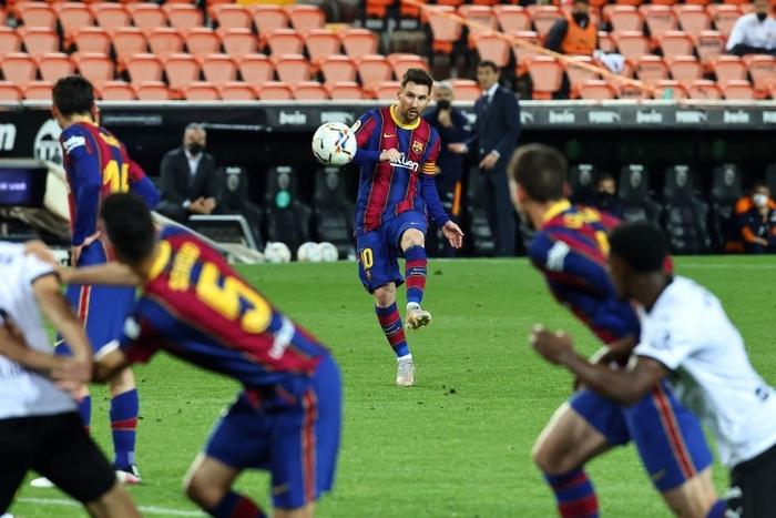 Barcelona thắng ngược kính tính trước Valencia để trở lại đường đua vô địch La Liga - ảnh 3