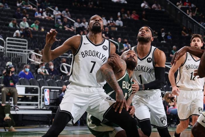 """Từ chối 42 điểm của Kevin Durant, """"Á thần Hy Lạp"""" đưa Milwaukee Bucks đến với chiến thắng nghẹt thở - Ảnh 3."""