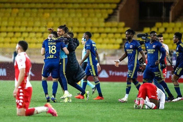 Đánh nhau cực căng sau trận Monaco và Lyon, 4 thẻ đỏ chia đều hai đội - Ảnh 4.