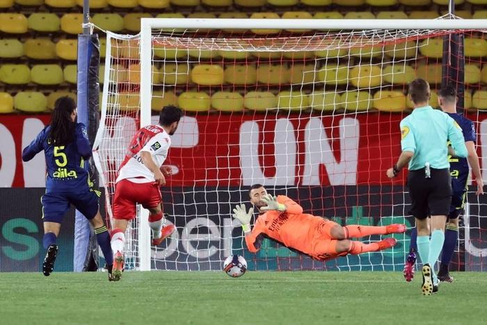 Đánh nhau cực căng sau trận Monaco và Lyon, 4 thẻ đỏ chia đều hai đội - Ảnh 5.