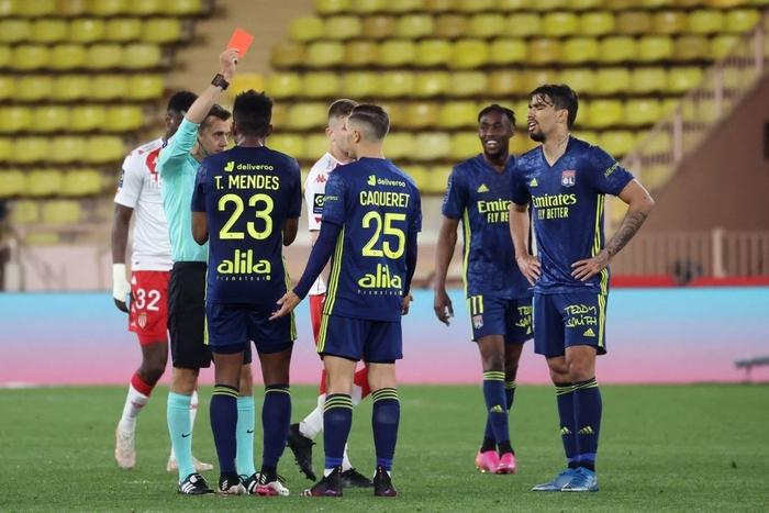 Đánh nhau cực căng sau trận Monaco và Lyon, 4 thẻ đỏ chia đều hai đội - Ảnh 7.