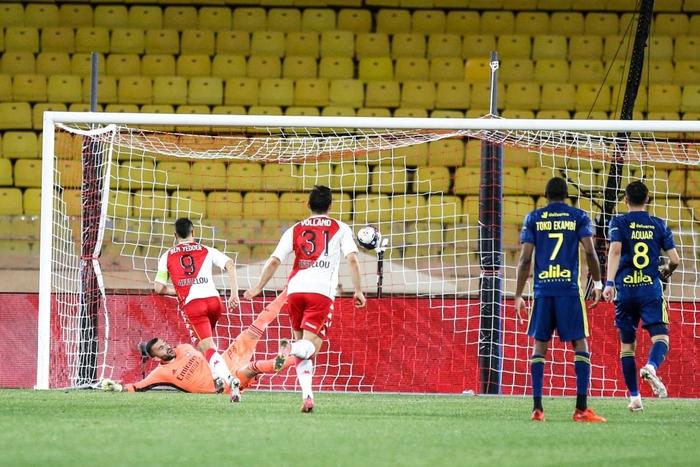 Đánh nhau cực căng sau trận Monaco và Lyon, 4 thẻ đỏ chia đều hai đội - Ảnh 9.